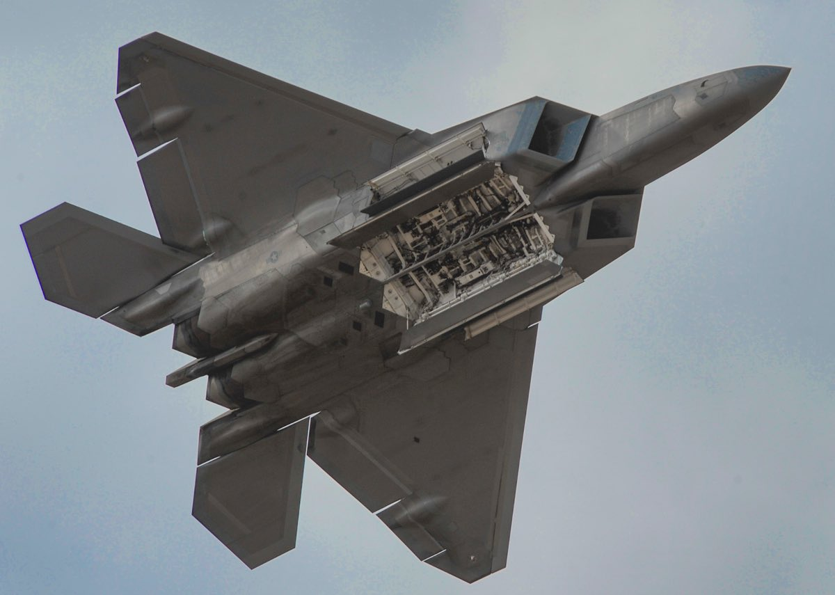 F-22 bomb bay, F-22 facts