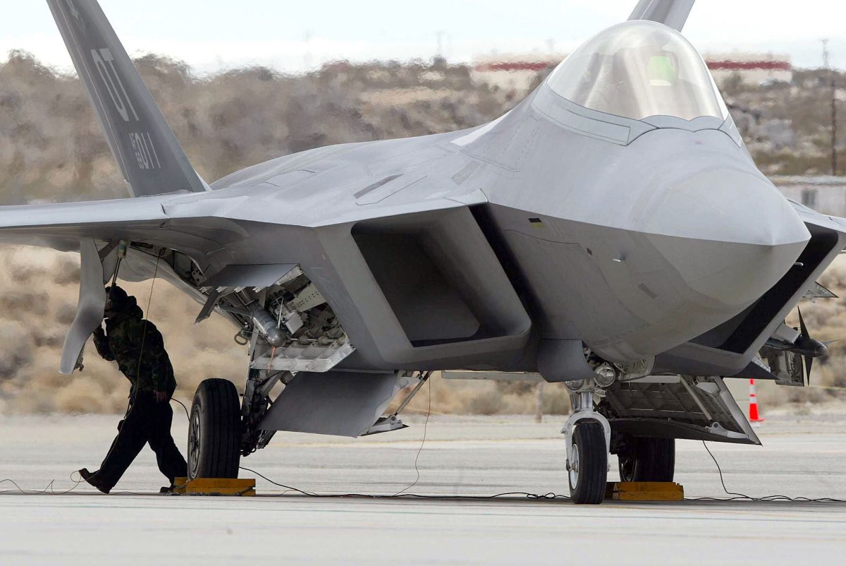 F-22 loading weapons, F-22 facts