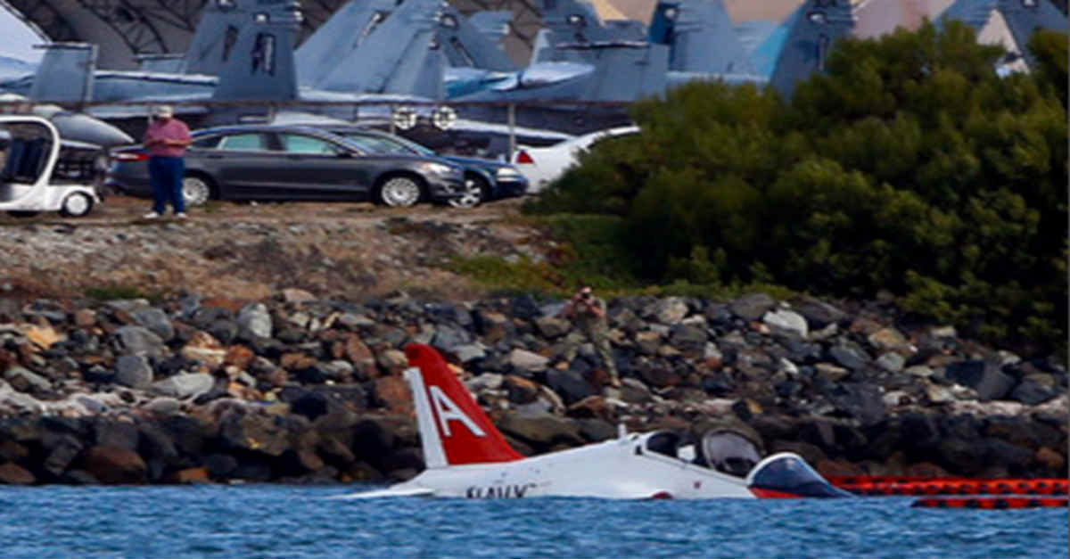 T-45C Goshawk Crashes San Diego Bay
