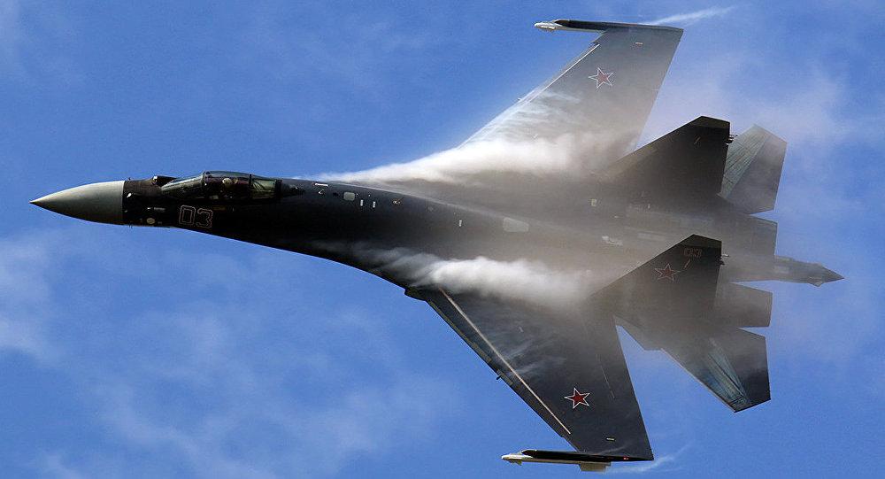Su-35 Mid-air