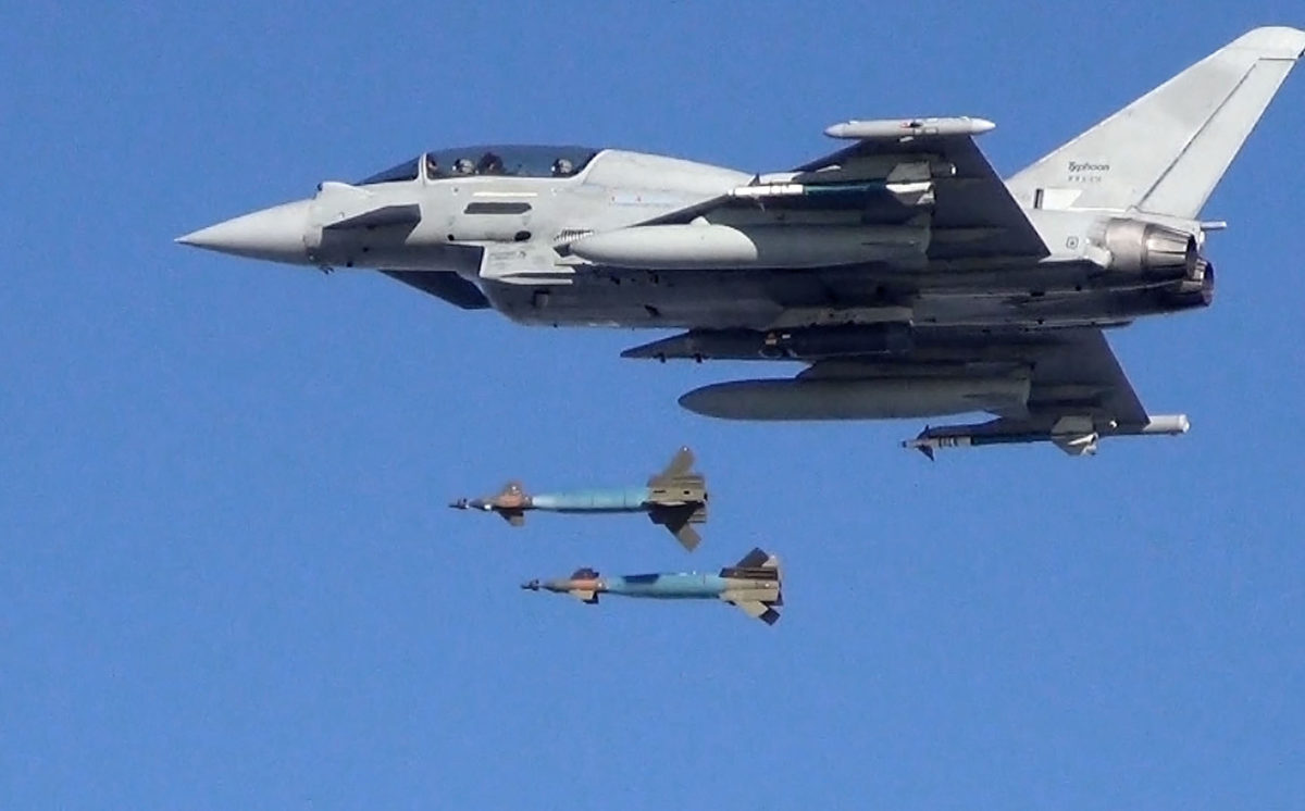 Eurofighter-Typhoon-dual-bomb-drop