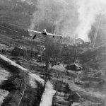 F-80C_dropping_napalm_Korea_May1952