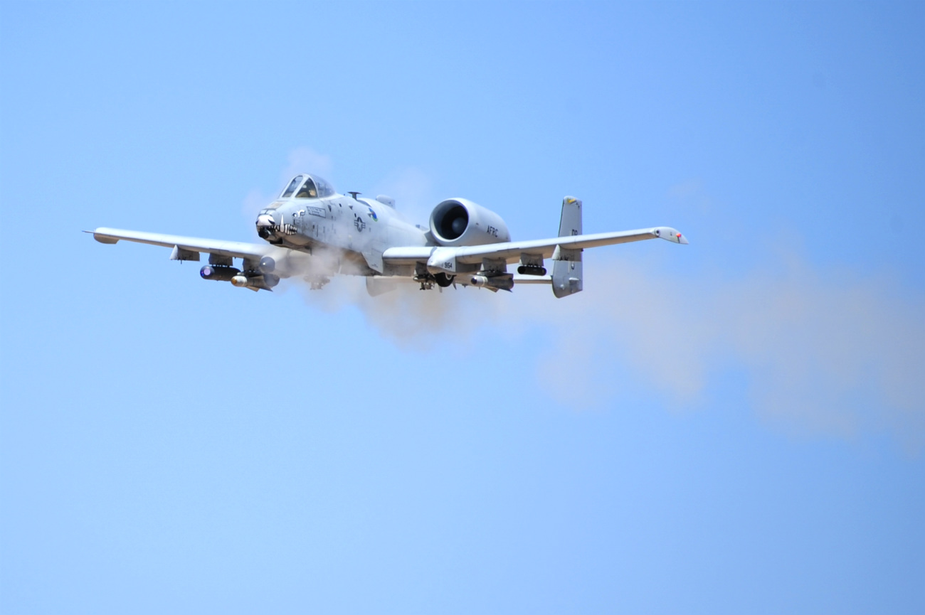 A-10 Vapor trails