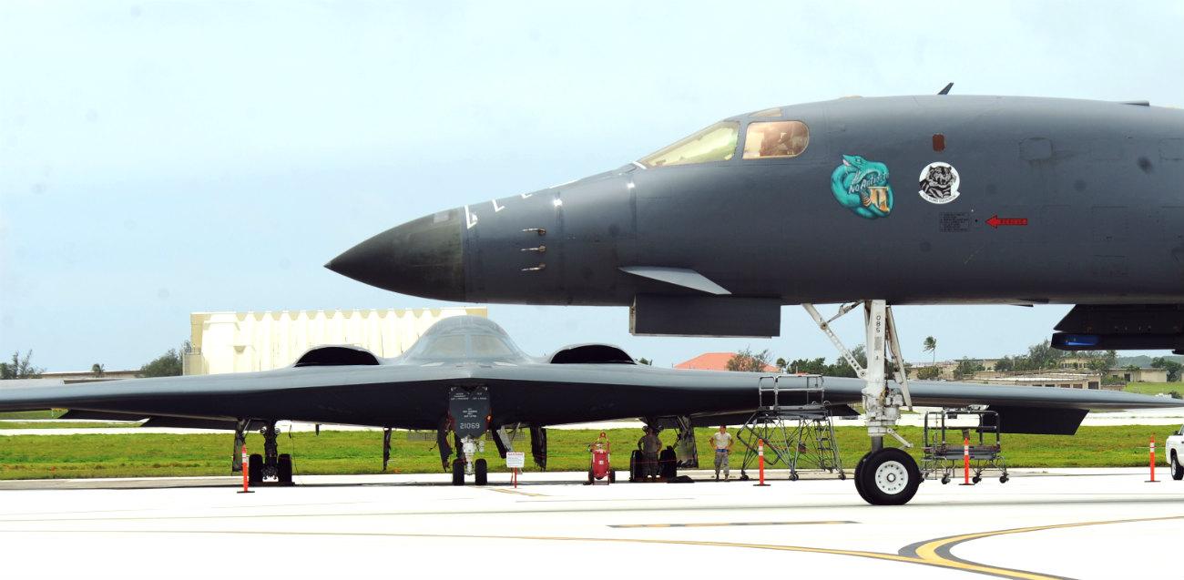 B-1B Lancer Front