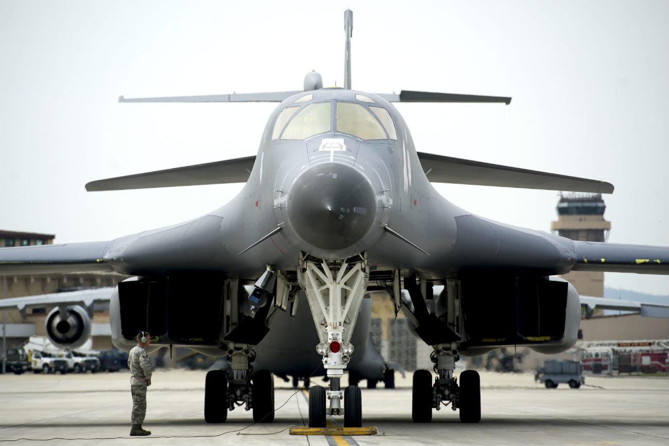 B-1B Images Lancer Front