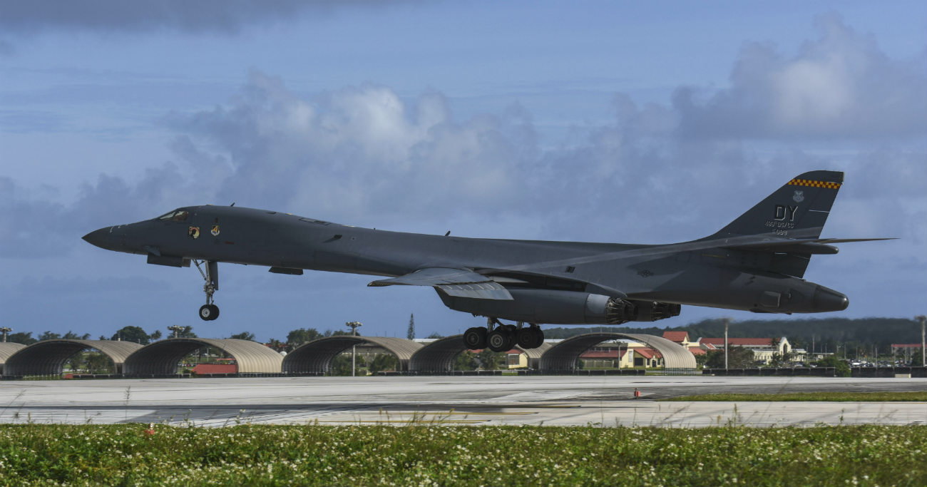 B-1b Lancer aircraft lands