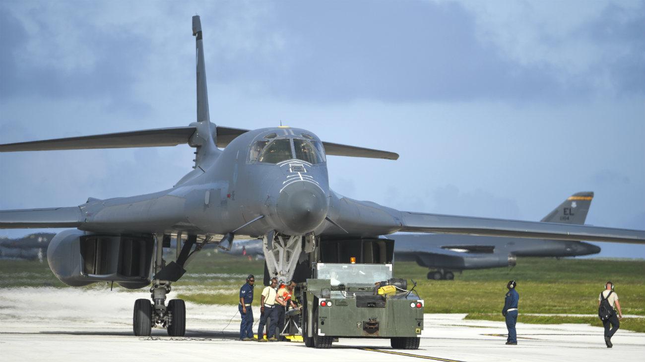 B-1b Lancer tow