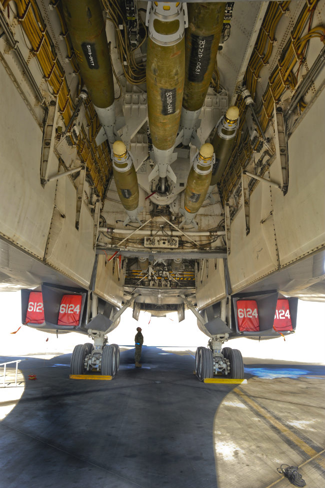 B-1b lancer bombbay