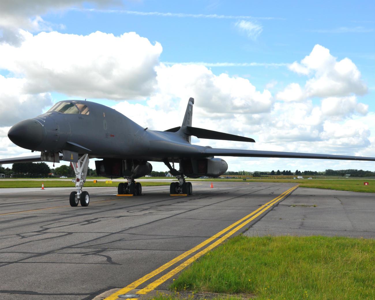 B-1b images lancer parked