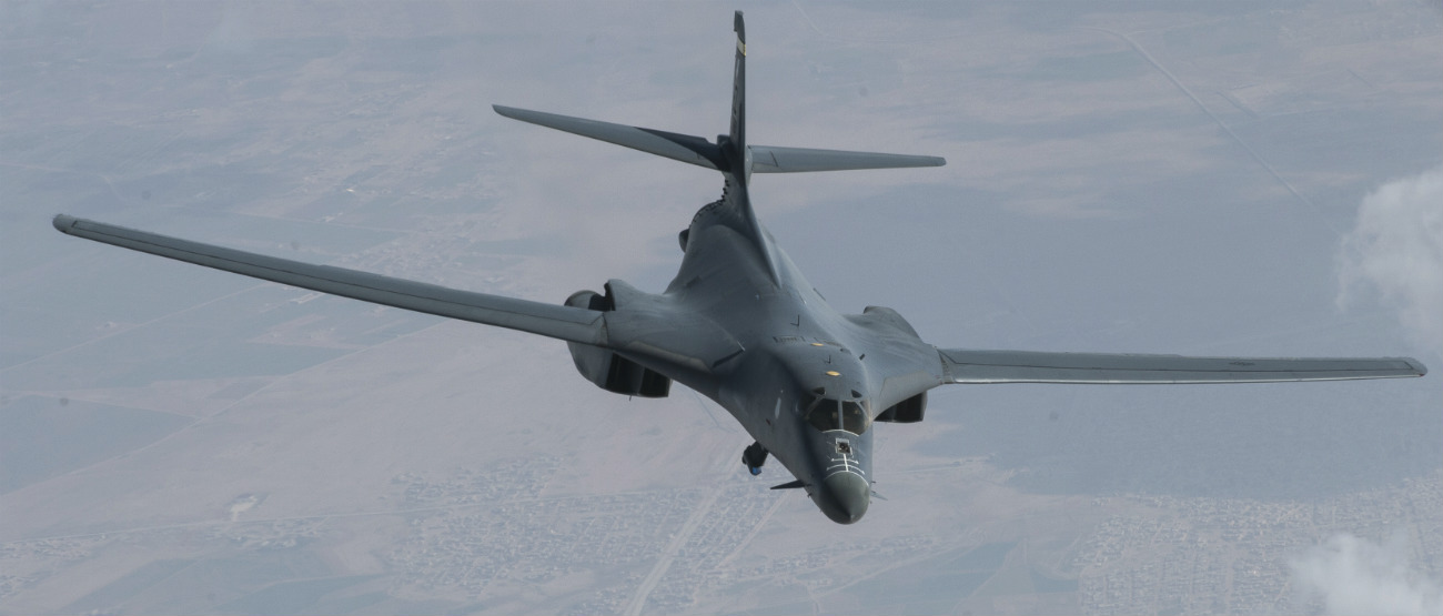 B-1b lancer prepares refuel