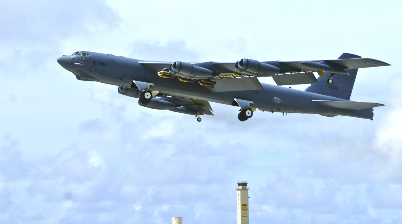 B-52 Aircraft Bombs out