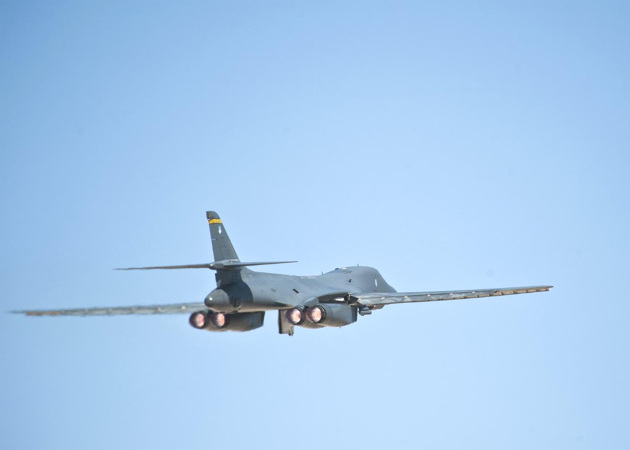 B-1b images lancer takeoff
