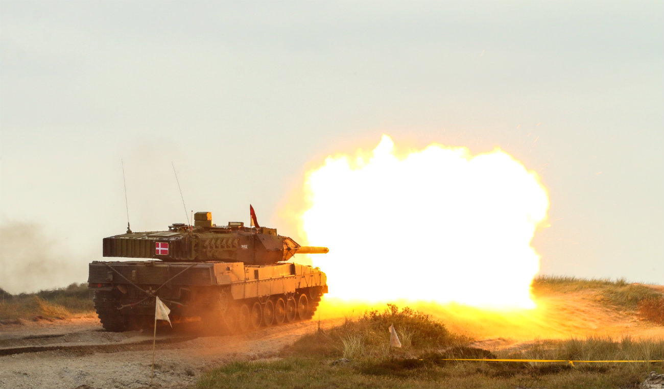 Battle tank Leopard fires