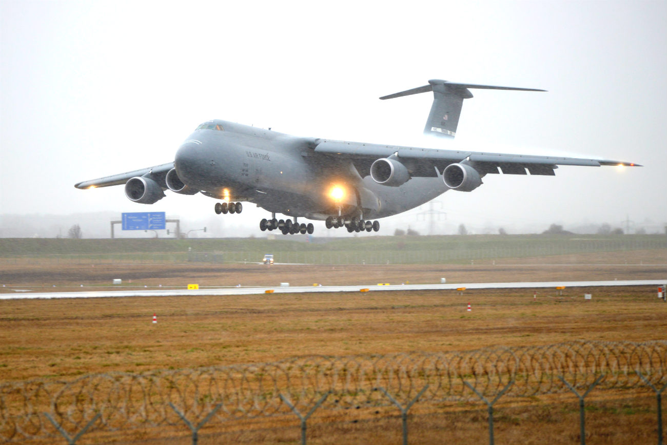 C-5 Galaxy Images Aircraft icy landing