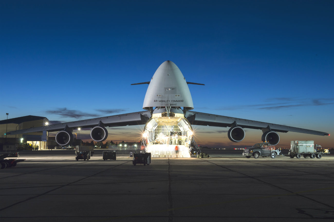 C-5 Galaxy Night loading