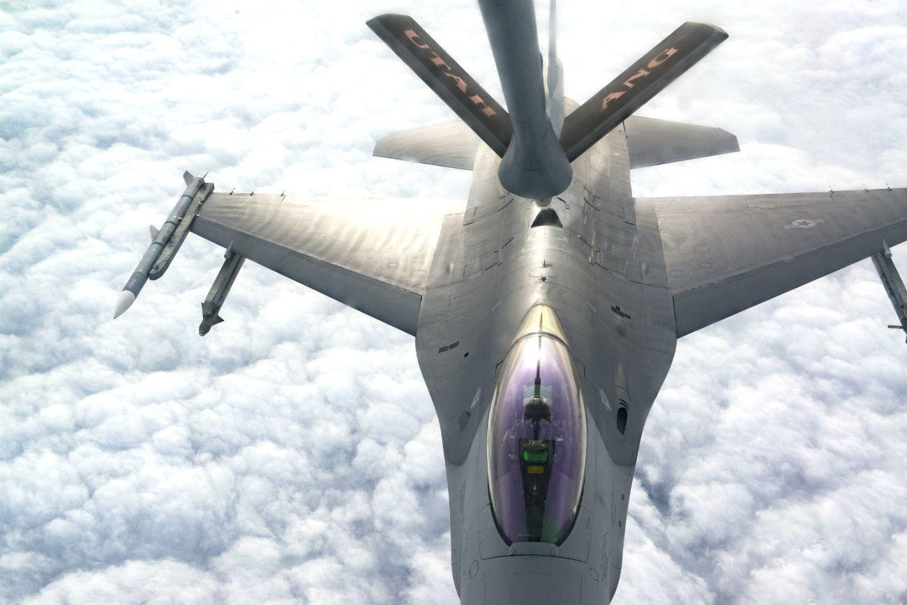 F-16 Aircraft refueling