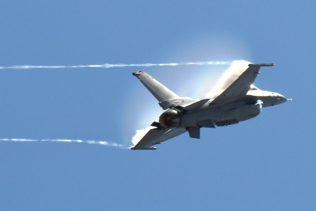 F-16 Fighting Falcon Vapor trails
