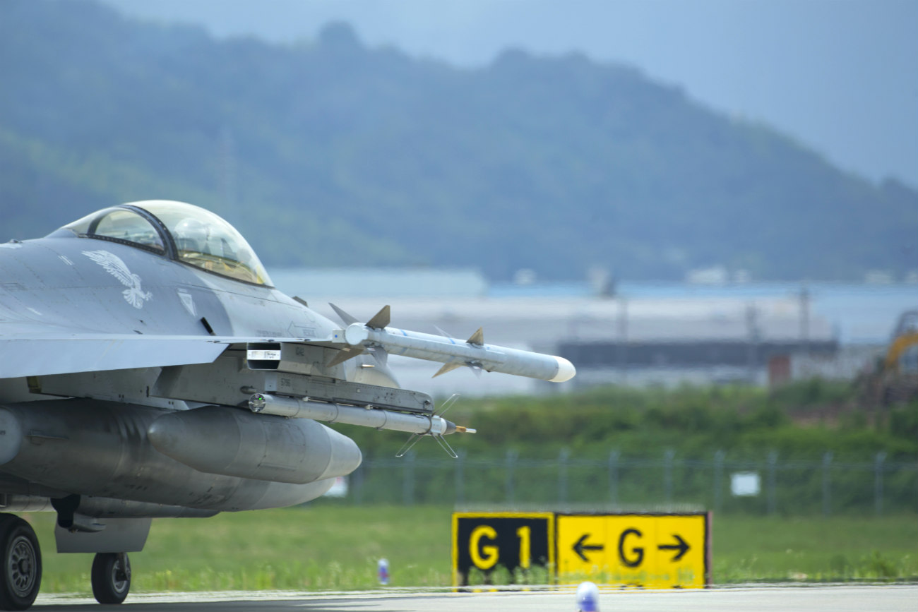 F-16 Images of Fighting Falcon prepares for takeoff