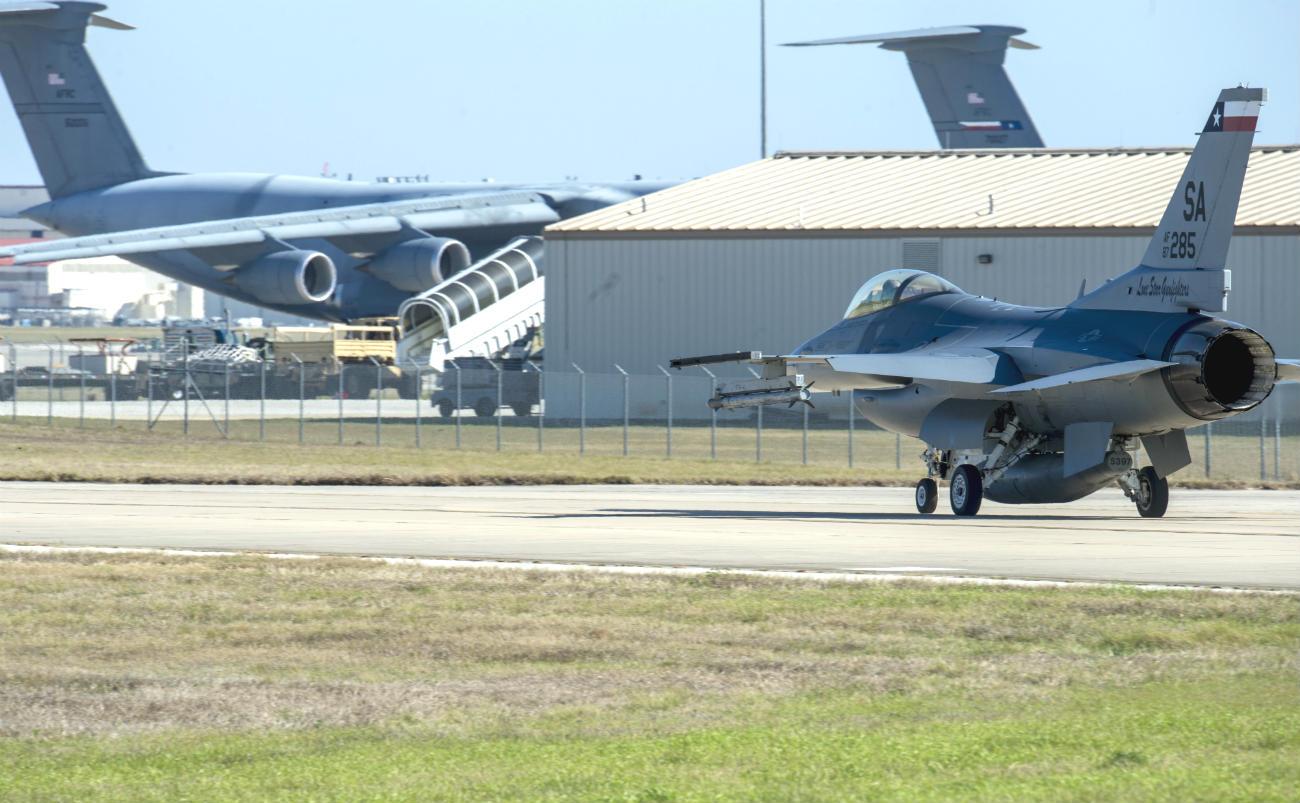 F-16 Fighting Falcon takeoff | Military Machine