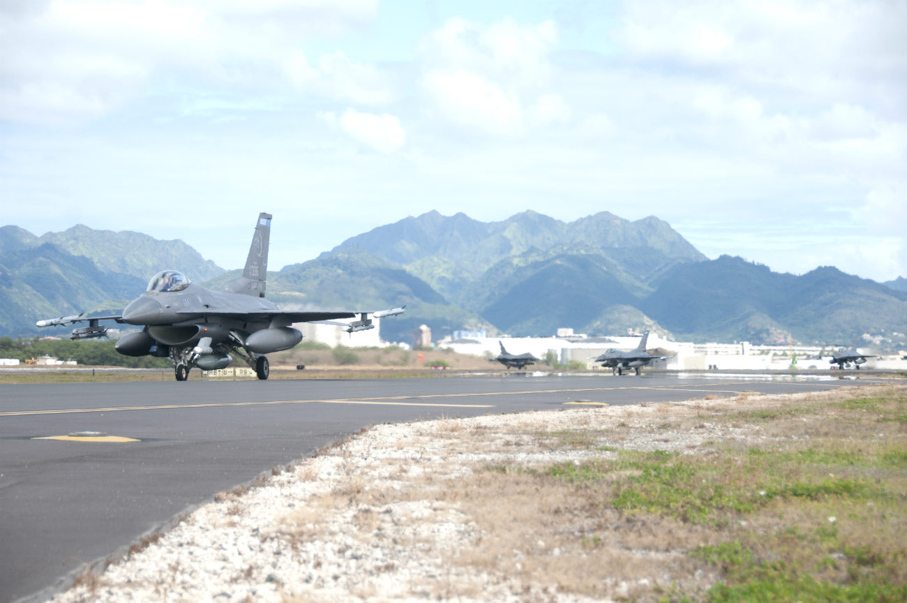 F-16 Images Fighting Falcon taxi