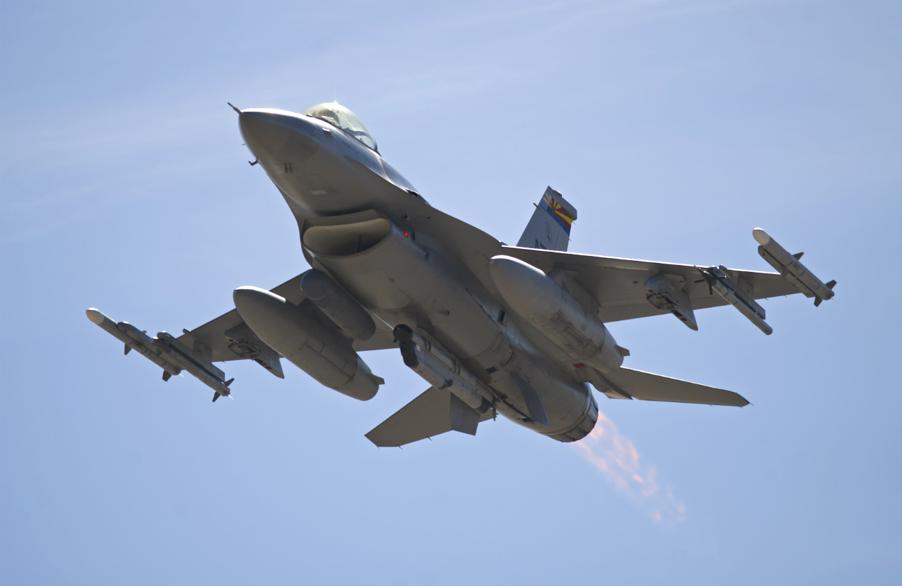 F-16 Fighting falcon aircraft afterburner