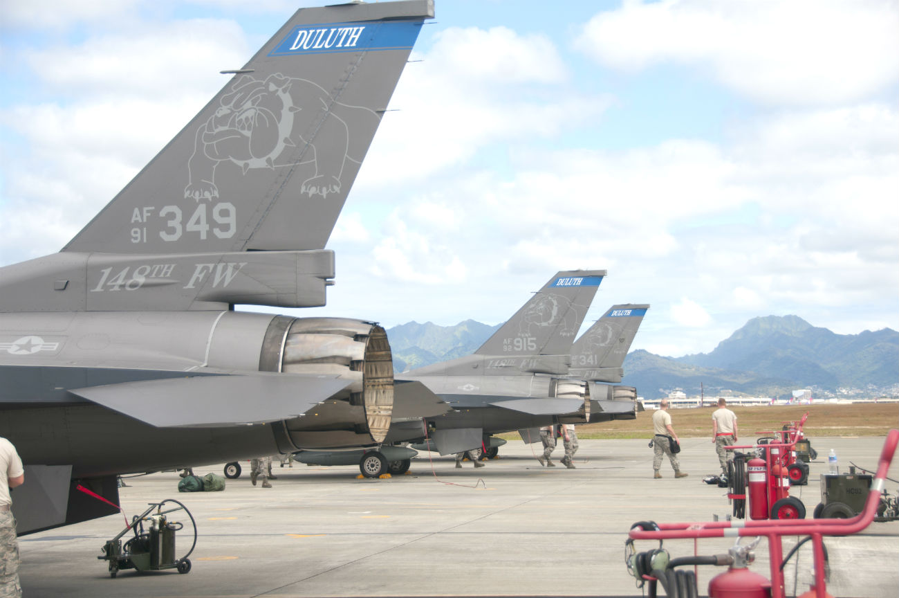 F-16 fighting falcon tails