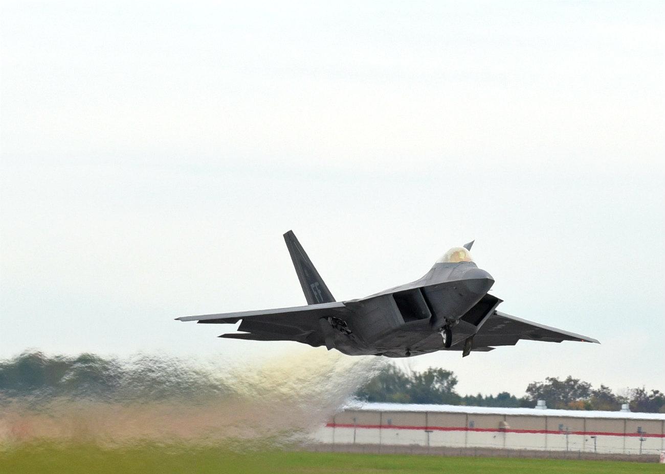 F-22 Raptor Departing