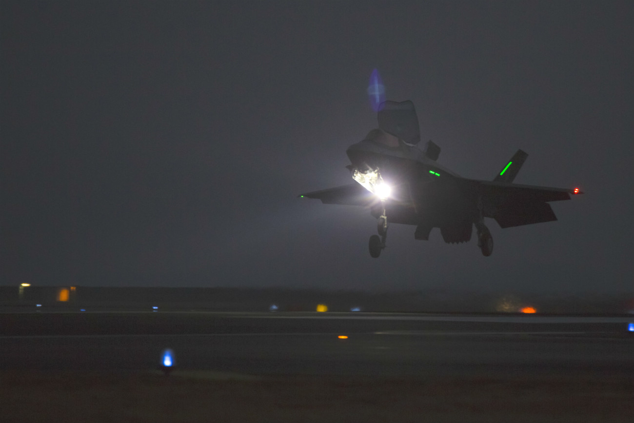 F-35 Lightning Landing night