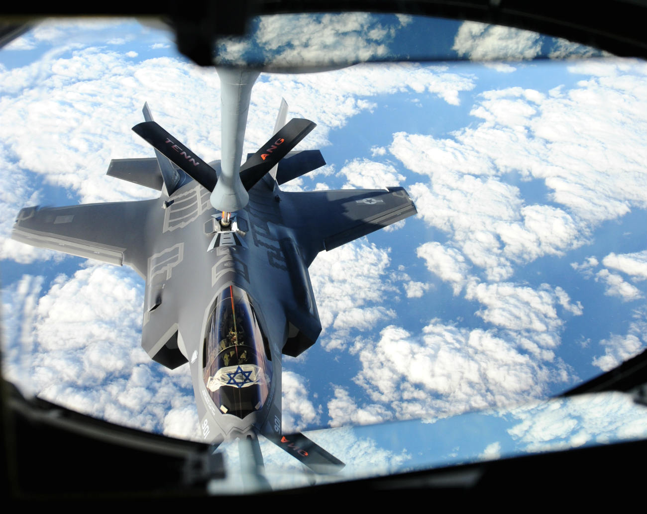 F-35 Images Lightning Refuel