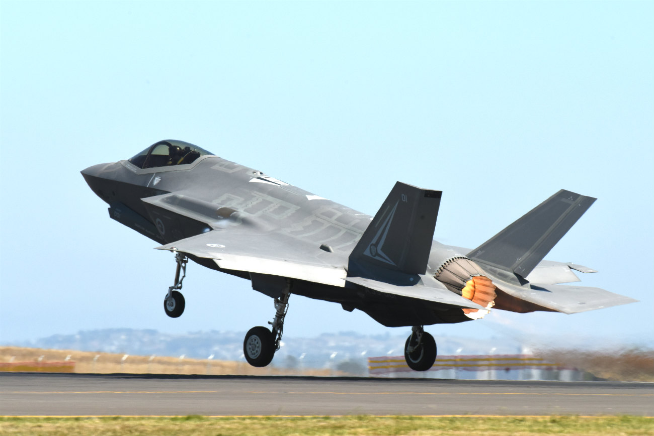 F-35 lightning take off