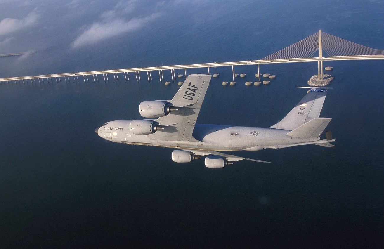 KC-135 Bridge passing