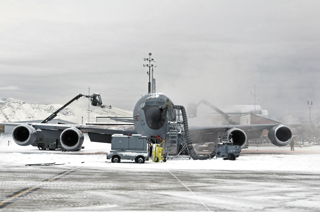 KC-135 Snow cleanings