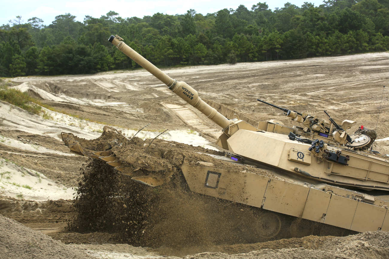 M1 Abrams tank Images through mud