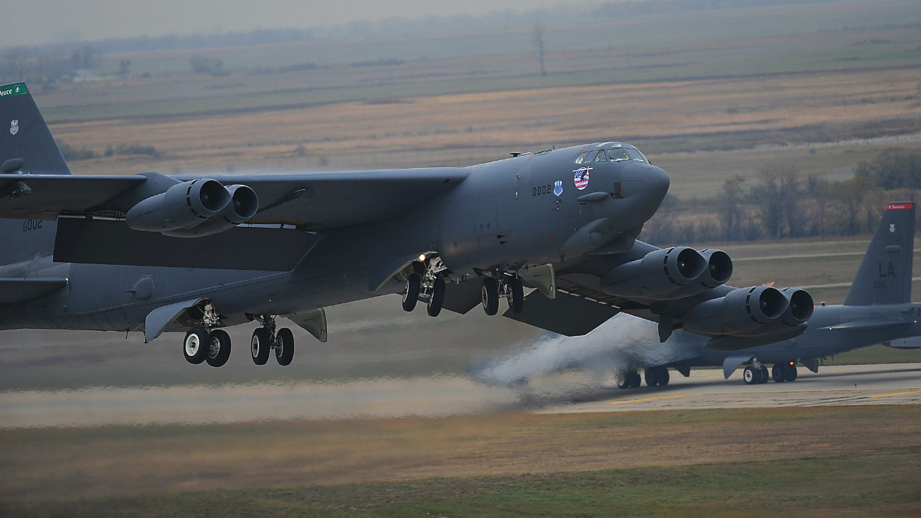b-52 Images stratofortress take off