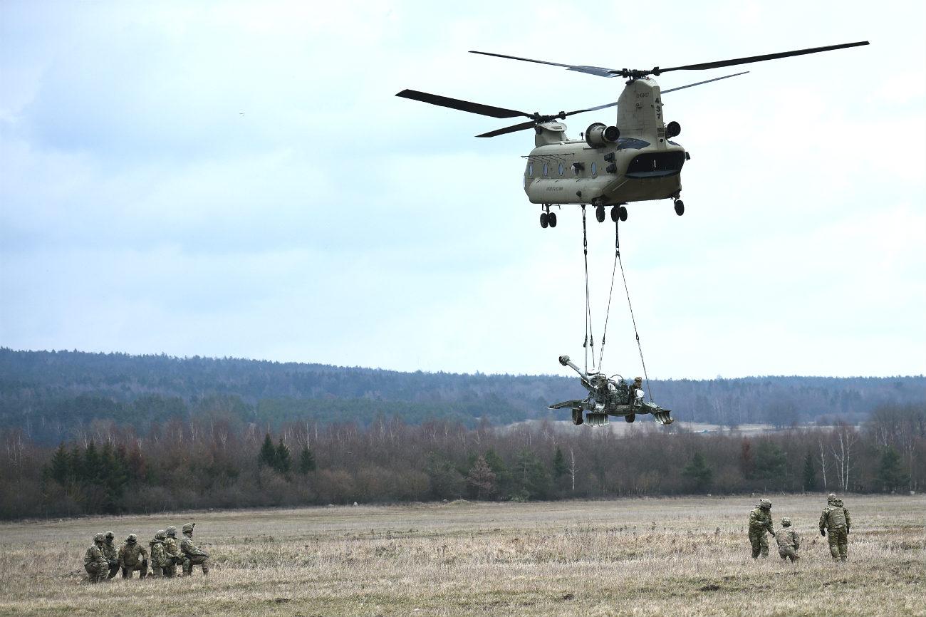 CH-47 Chinook Artillery