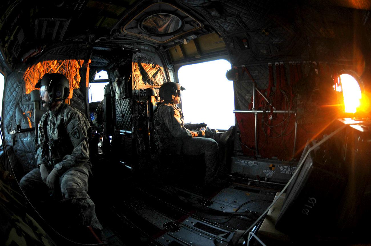 CH-47 Chinook images Machine gun