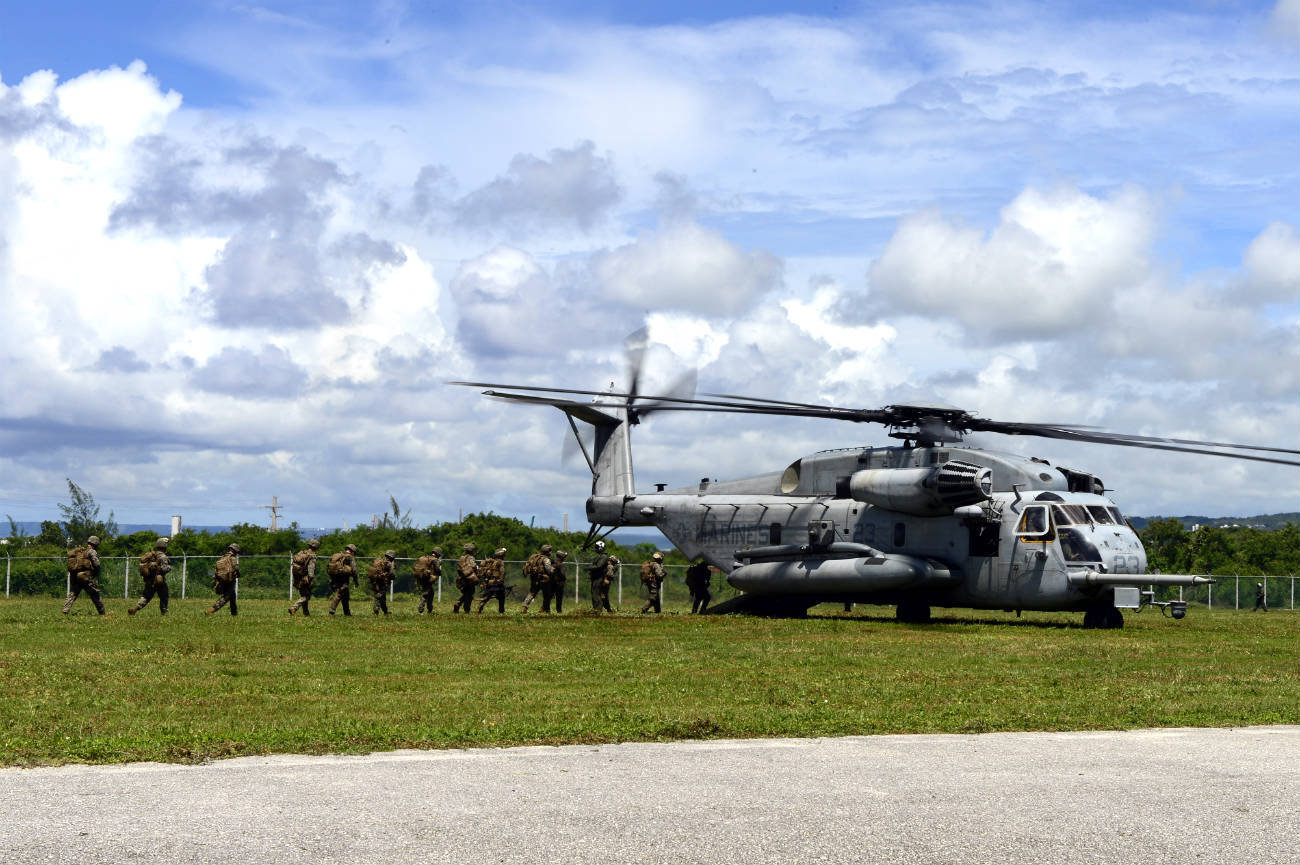 CH-53 Images Marines Loading