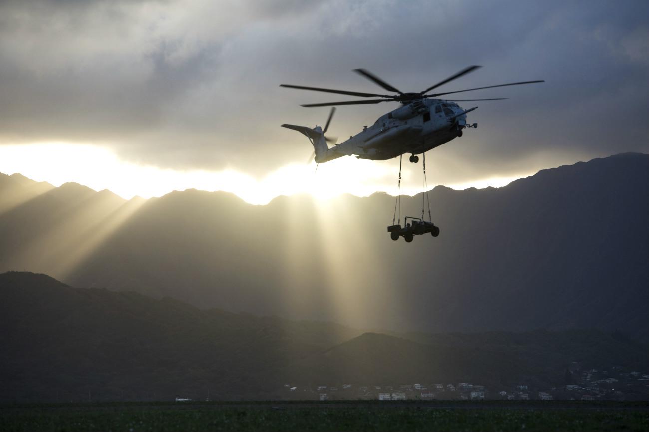 CH-53 Sea Stallion Lifts Vehicle