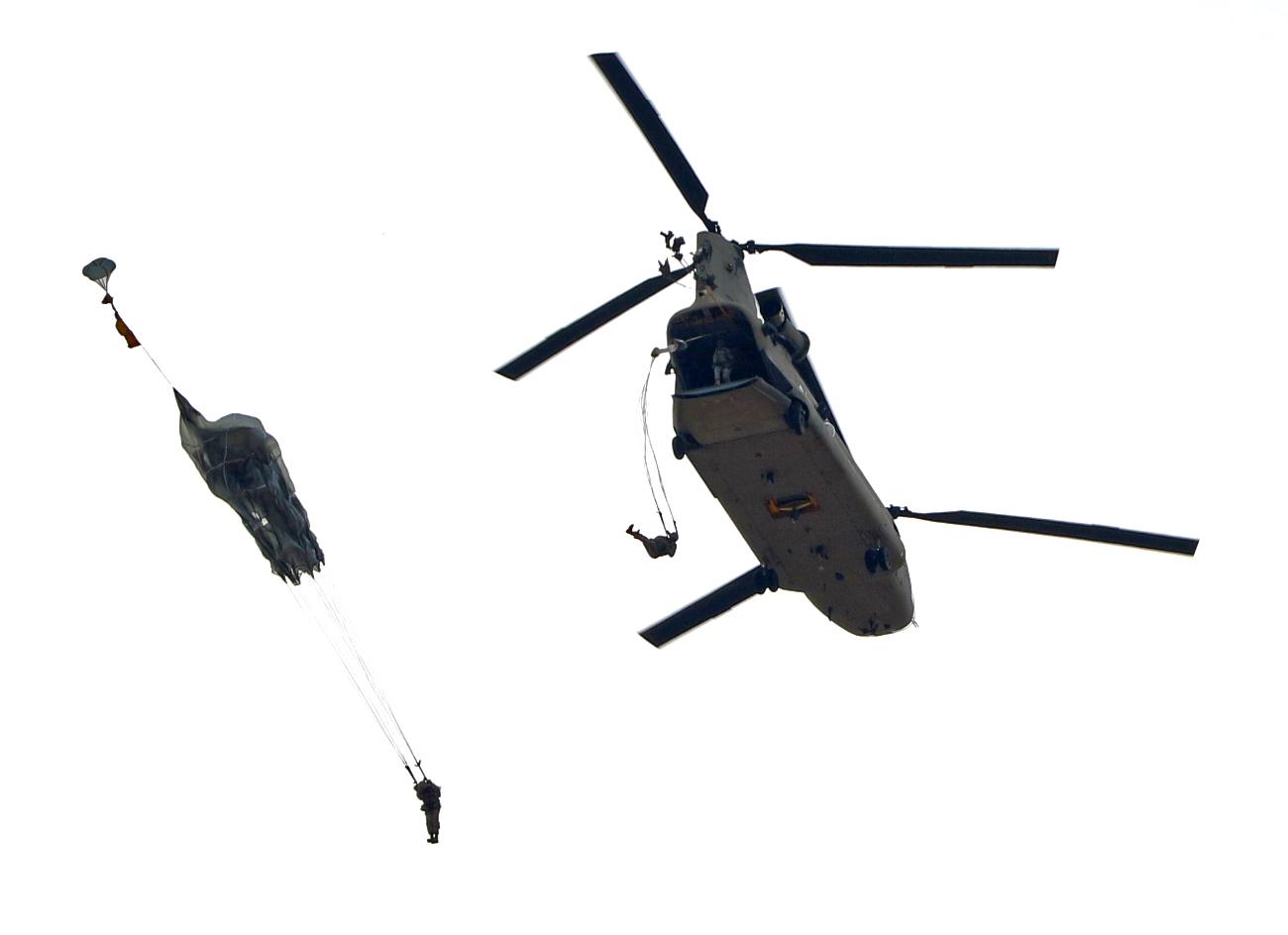 Ch-47 Chinook Parachute