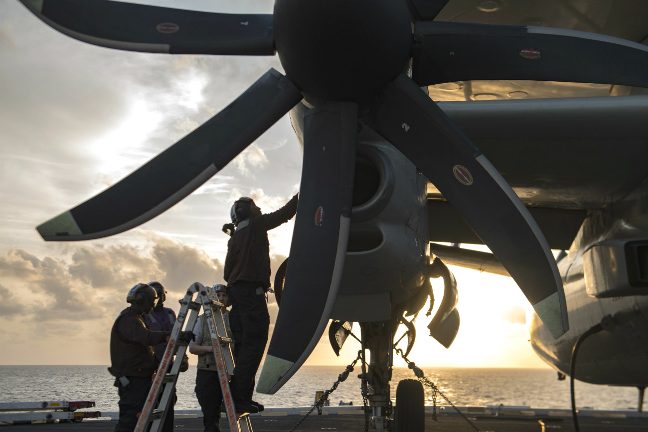 E-2 Hawkeye Images Propellers
