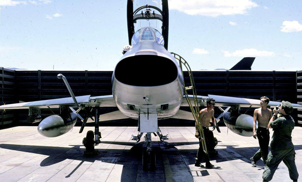 F-100F-Super-Sabre-Front.jpg