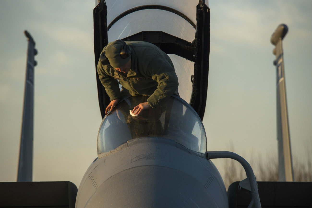 F-15 Eagle windshield clean
