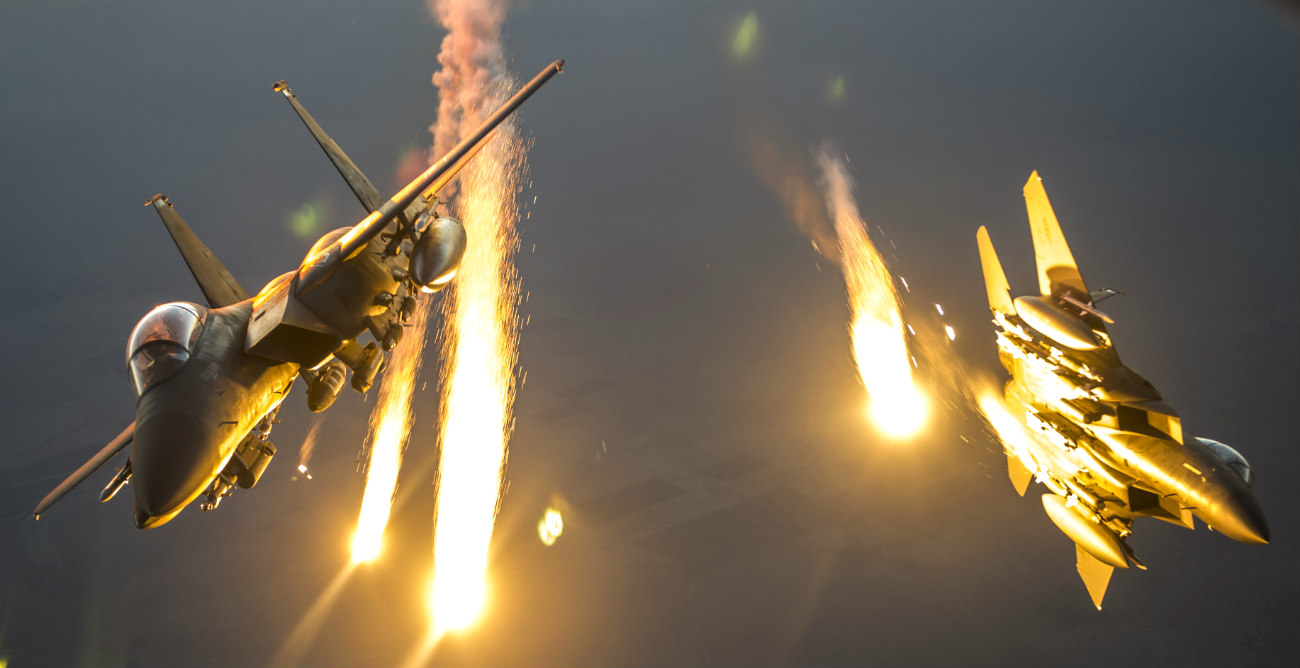 F-15 Eagles fires flares