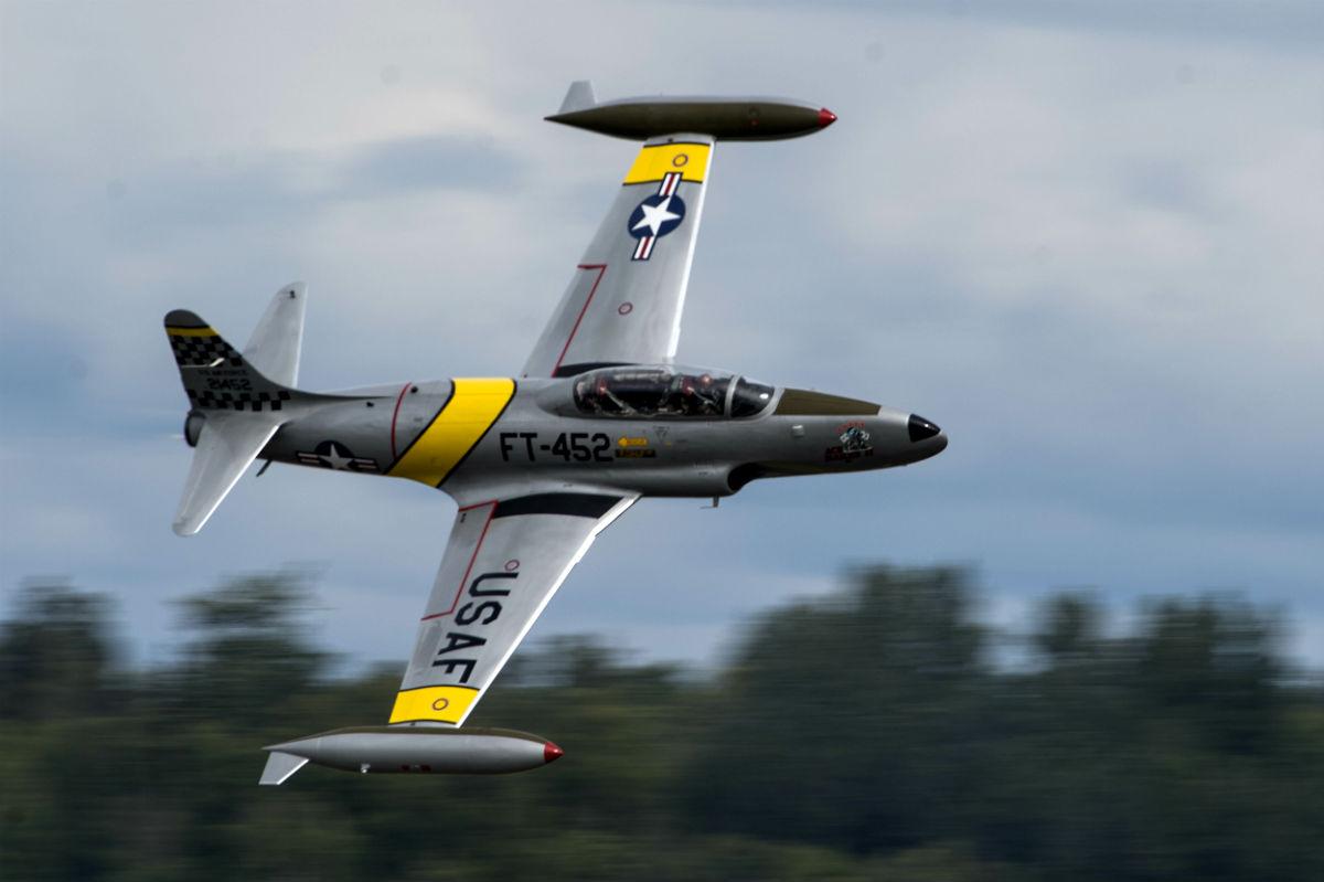 t 33 shooting star lockheed 39 s jet trainer military machine. Black Bedroom Furniture Sets. Home Design Ideas