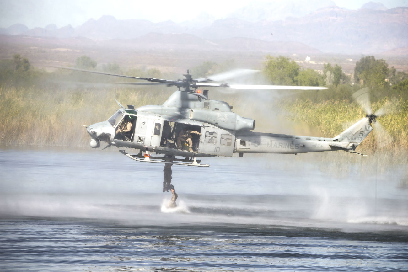 UH-1 Soldiers hanging off