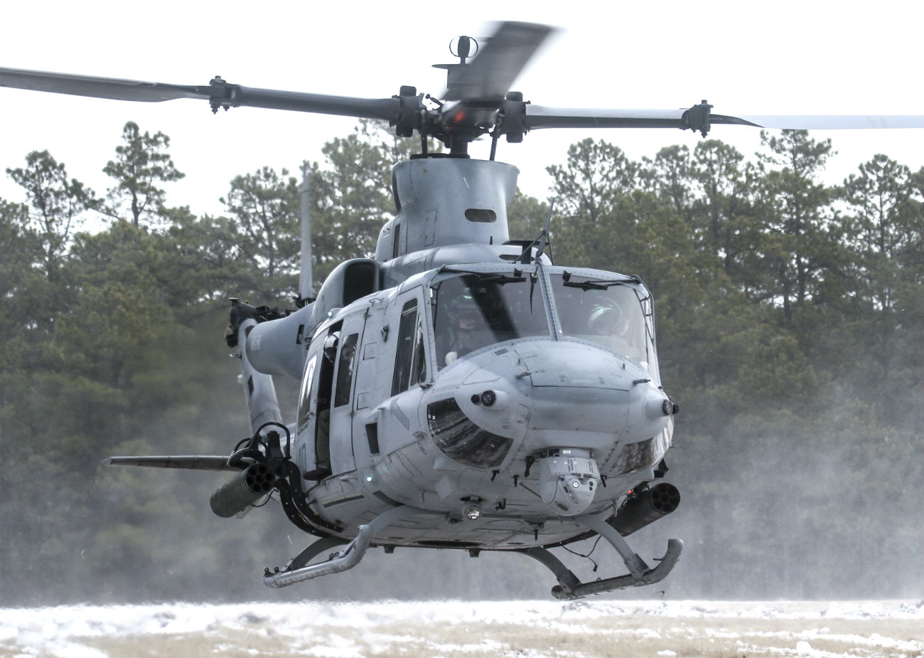 Bell UH-1 images huey Landing