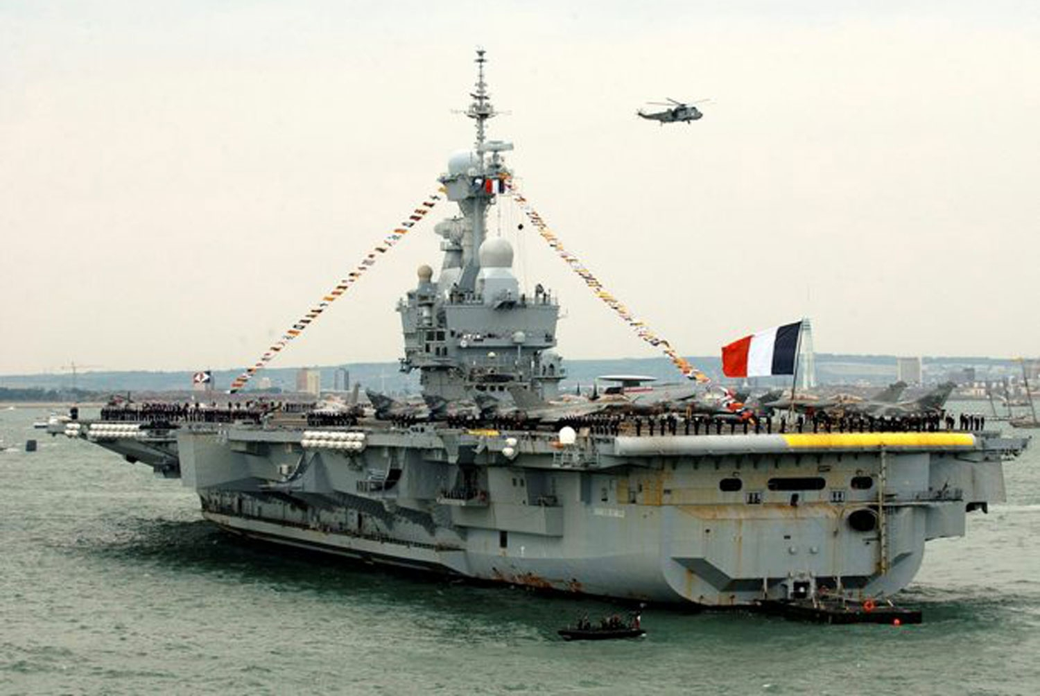 The carrier Charles de Gaulle of the French Navy took to the sea at the end of medium repair and modernization 72
