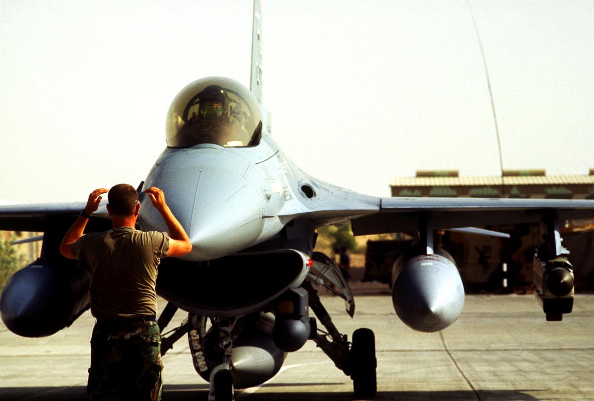 F-16 Desert Storm