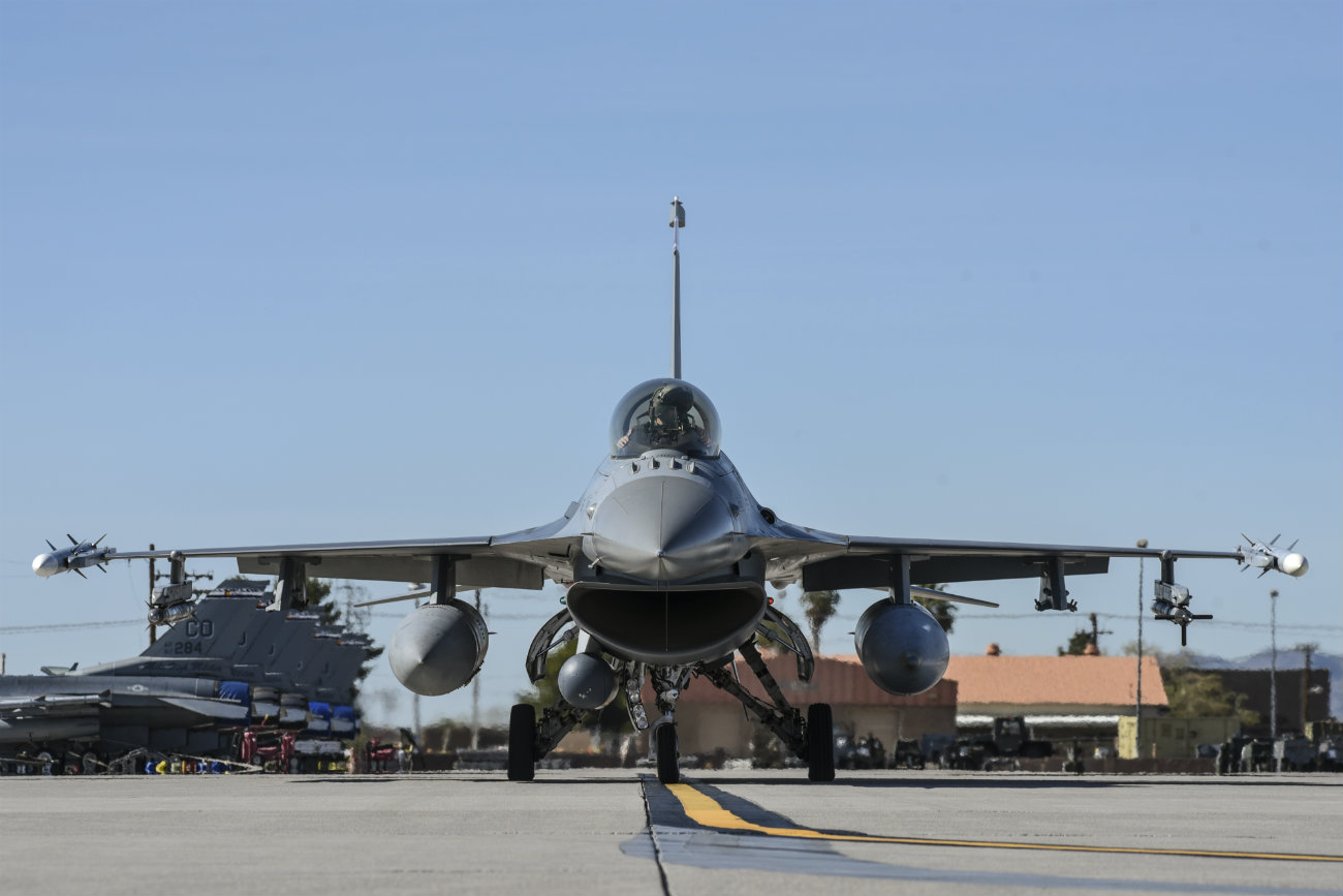 F-16 Fighting falcon front