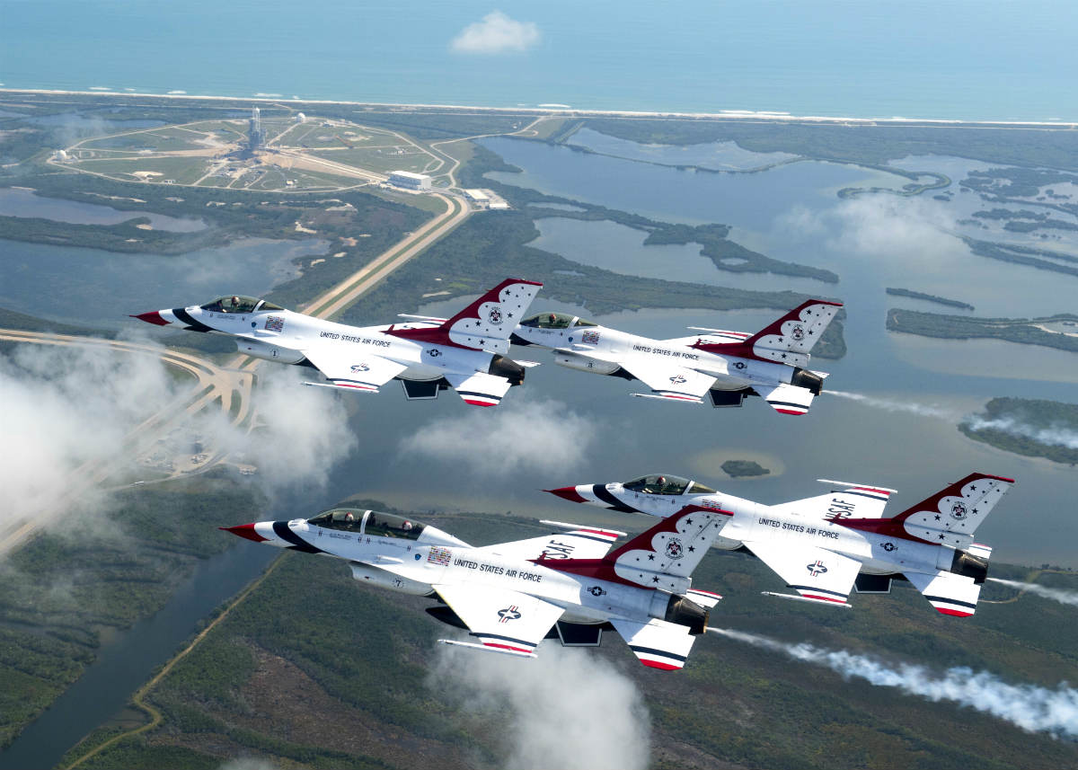 F-16 Thunderbirds in Flight